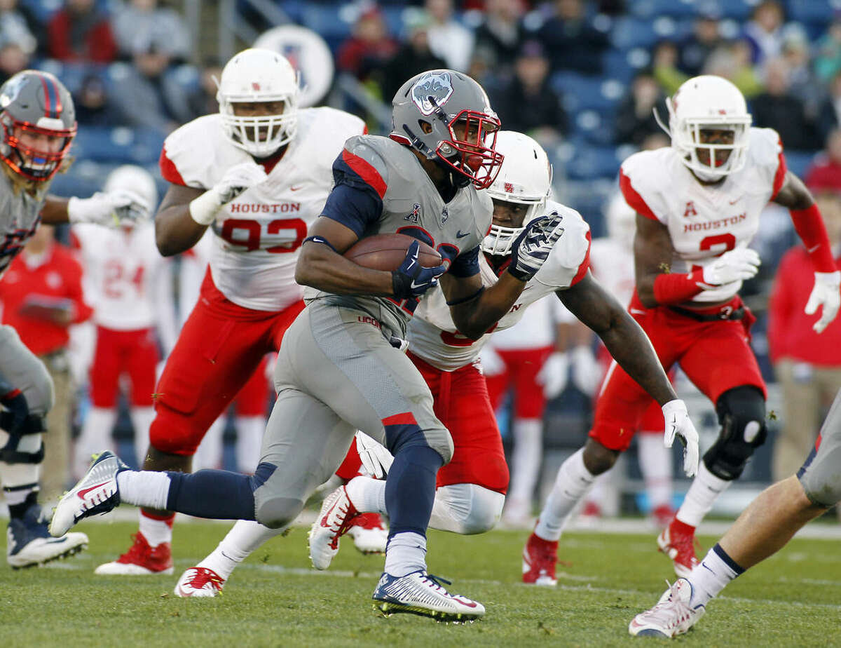 Connecticut running back Arkeel Newsome (22) runs against the Houston defense during the first half of an NCAA college football game Saturday, Nov. 21, 2015, in East Hartford, Conn. (AP Photo/Stew Milne)