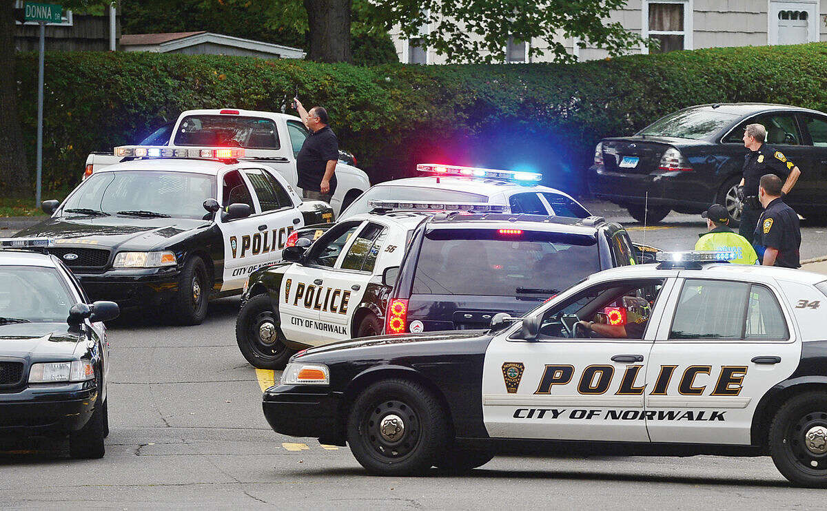Hour photo / Erik Trautmann Norwalk police respond to Scribner Avenue after reports of a foot chase with a buglary suspect.