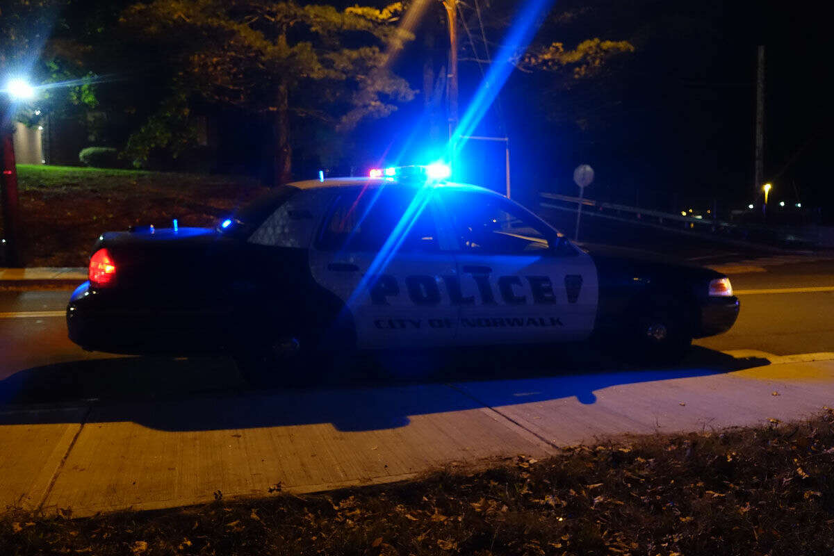 Hour photo/Jeff Dale State and Norwalk PD investigate a shooting and stabbing on I-95 Tuesday night.