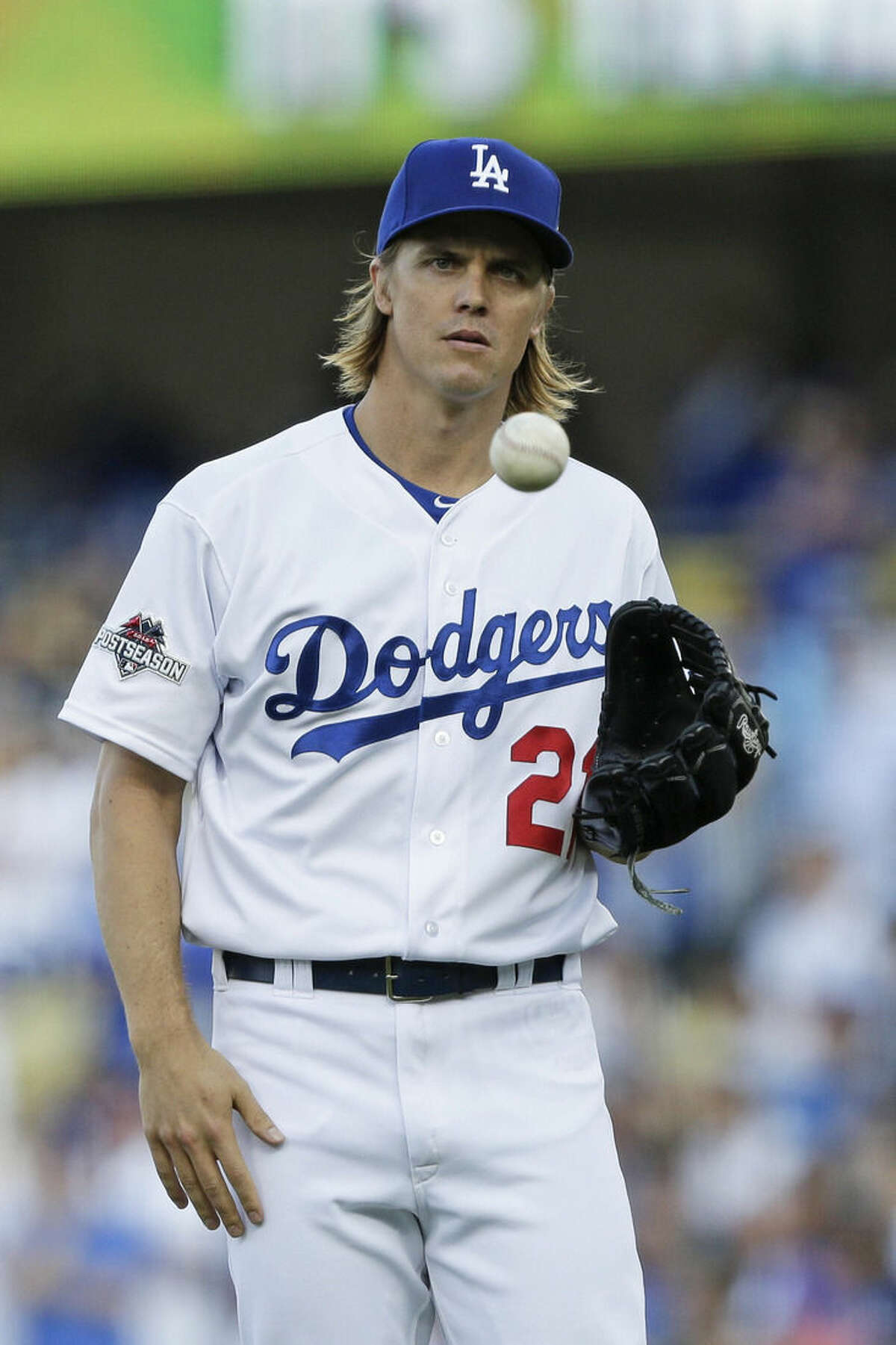 In this Oct. 15, 2015 photo, Los Angeles Dodgers starting pitcher Zack Greinke takes a moment before facing his first New York Mets batter during the first inning in Game 5 of baseball's National League Division Series in Los Angeles. A person with knowledge of the deal tells The Associated Press that free agent Greinke and the Arizona Diamondbacks have reached agreement on a six-year contract. The person spoke to the AP on condition of anonymity Friday night, Dec.4, 2015, because there had not been an official announcement. (AP Photo/Lenny Ignelzi)