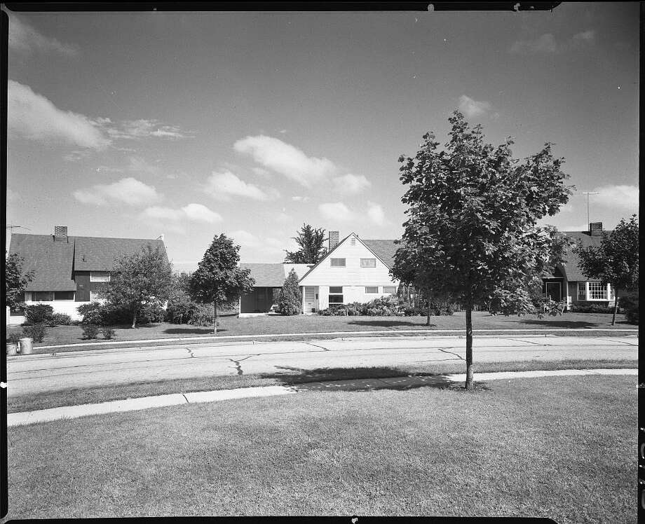 "The Levittown home of Peg Brennan, at 25 Winding Lane, shot in 1958. The once ""whites-only"" subdivision is now at the center of a standoff between O'Reilly and Jon Stewart over race, suburbia and the legacy of ""white privilege."" Illustrates WHITE-PRIVILEGE (category l), by Emily Badger (c) 2014, The Washington Post. Moved Friday, Oct. 17, 2014. (MUST CREDIT: Library of Congress Prints and Photographs Division.)"