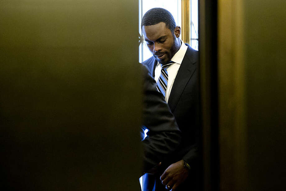 Elevator doors close after Pittsburgh Steelers quarterback Michael Vick arrives at the state Capitol, Tuesday, Dec. 8, 2015, in Harrisburg, Pa. Vick is lobbing Pennsylvania statehouse legislators on a bill that would help protect pets left in hot cars. Vick was a star quarterback for the NFL's Atlanta Falcons when he pleaded guilty in 2007 to being part of a dogfighting ring and ended up serving 21 months in prison. (AP Photo/Matt Rourke)