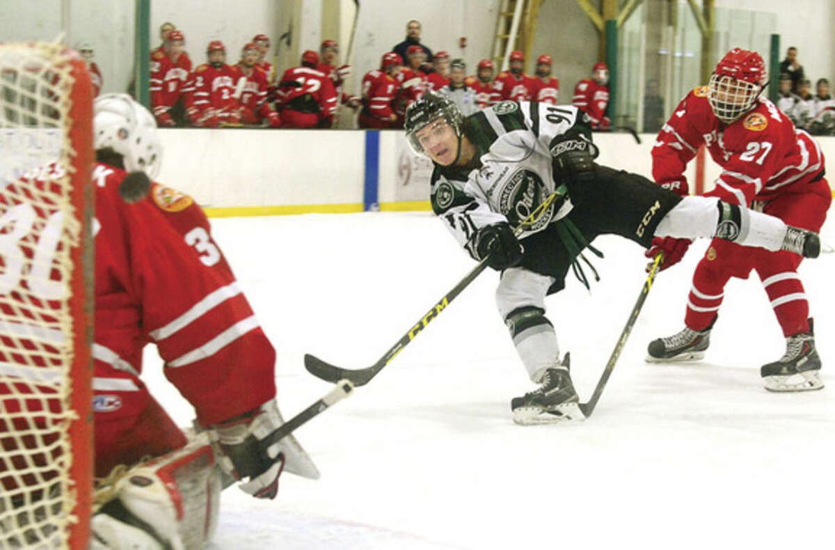 @Blood Red=[C] Hour photo / Erik Trautmann CT Oilers' Keegan Davis shoots and scores against the New York Applecore on Thursday at the SoNO Ice House.