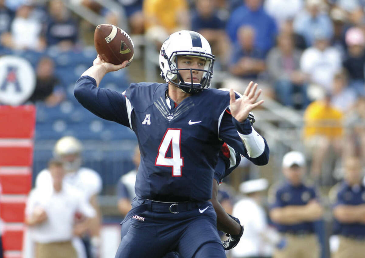AP photo Connecticut quarterback Bryant Shirreffs (4), seen here throwing a pass against Navy earlier this season, has been clearance to practice 100 percent in preparation for the Huskies' apperance in the St. Petersburg Bowl on Dec. 26.