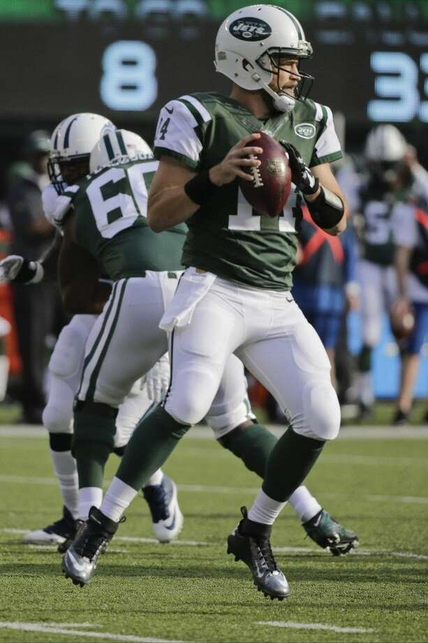 New York Jets quarterback Ryan Fitzpatrick (14) throws a pass during the first half of an NFL football game against the Tennessee Titans Sunday, Dec. 13, 2015, in East Rutherford, N.J. (AP Photo/Julie Jacobson)