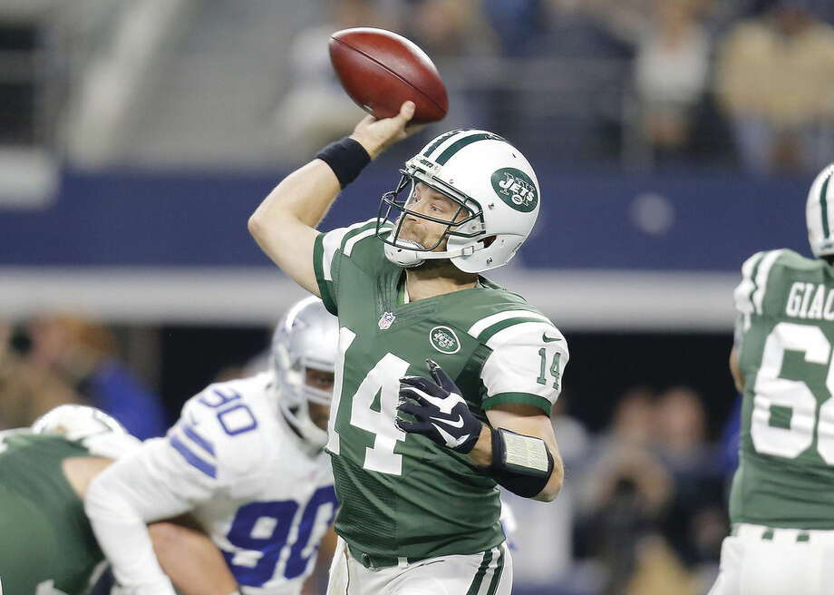 New York Jets quarterback Ryan Fitzpatrick (14) throws a pass in the first half of an NFL football game against the Dallas Cowboys on Saturday, Dec. 19, 2015, in Arlington, Texas. (AP Photo/Brandon Wade)
