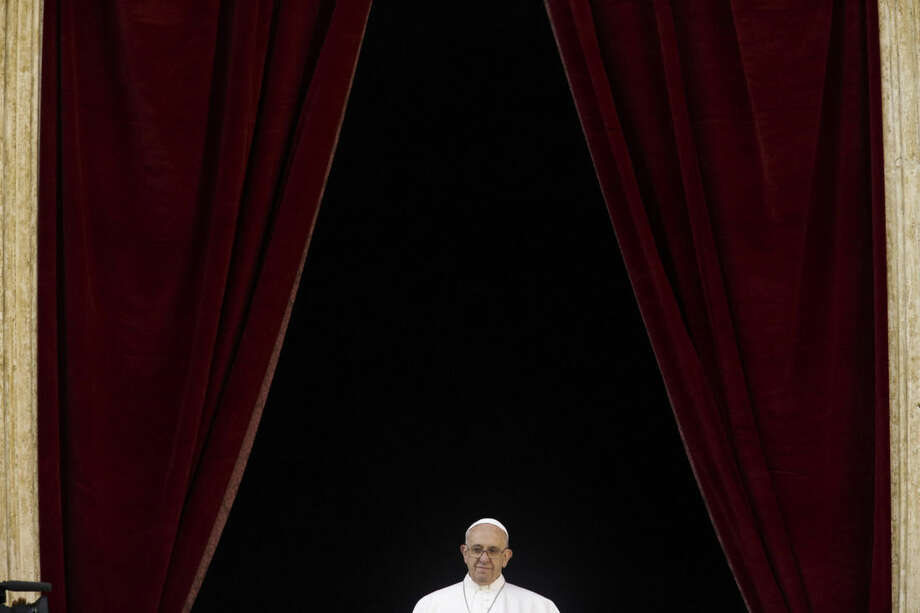 "Pope Francis delivers his ""Urbi et Orbi"" (to the city and to the world) blessing from the central balcony of St. Peter's Basilica at the Vatican, Friday, Dec. 25, 2015. (AP Photo/Gregorio Borgia)"