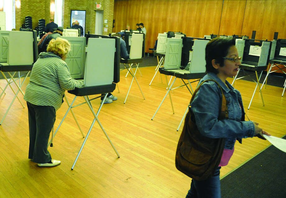 Stamford voting at Agudath Sholom Tuesday in District 6. Photo/Matthew Vinci