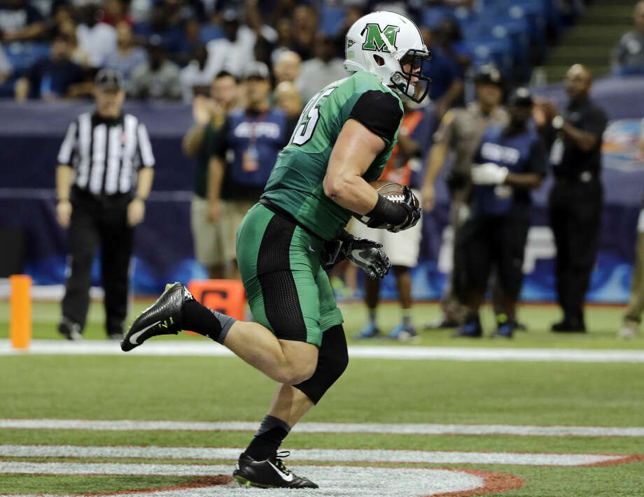 Marshall tight end Ryan Yurachek pulls in a 16-yard touchdown reception against Connecticut during the first quarter of the St. Petersburg Bowl NCAA college football game, Saturday, Dec. 26, 2015, in St. Petersburg, Fla. (AP Photo/Chris O'Meara)
