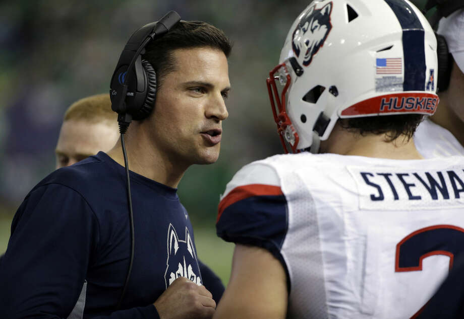 Connecticut head coach Bob Diaco, left, talks to linebacker Graham Stewart (2) during the first quarter of the St. Petersburg Bowl NCAA college football game against Marshall, Saturday, Dec. 26, 2015, in St. Petersburg, Fla. (AP Photo/Chris O'Meara)