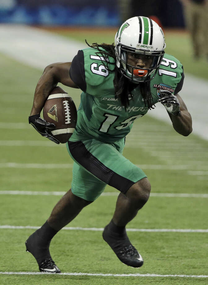 Marshall wide receiver Deandre Reaves (19) runs with a reception against Connecticut during the St. Petersburg Bowl NCAA college football game Saturday, Dec. 26, 2015, in St. Petersburg, Fla. (AP Photo/Chris O'Meara)