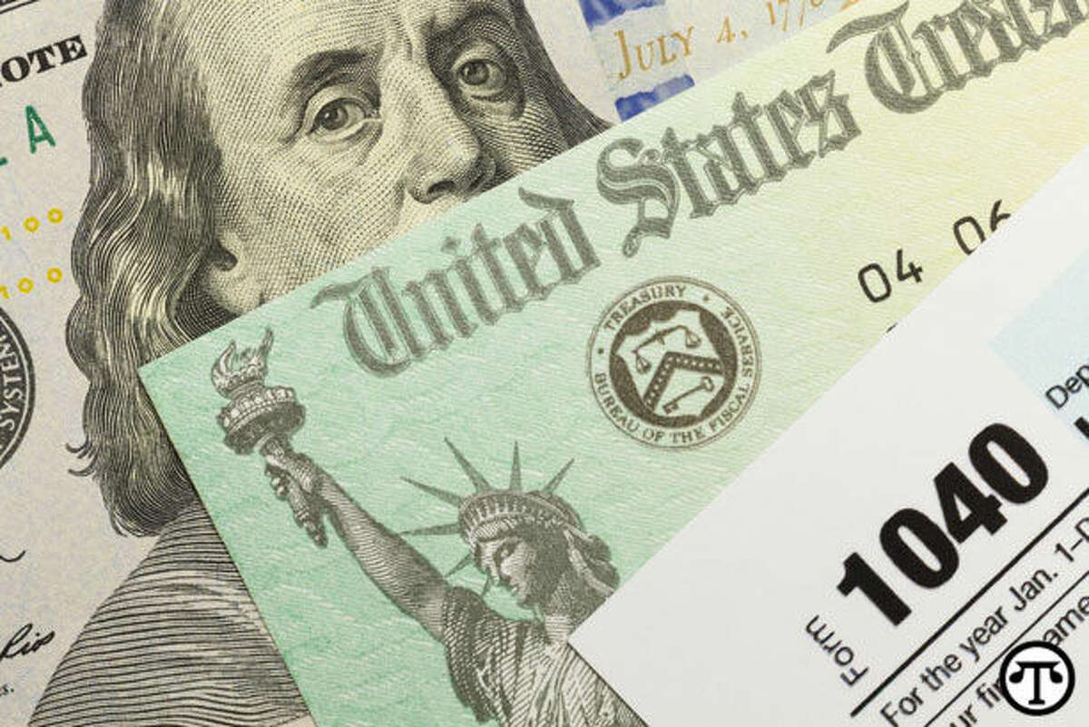 It may pay to check your credit report before you calculate your taxes. (NAPS)