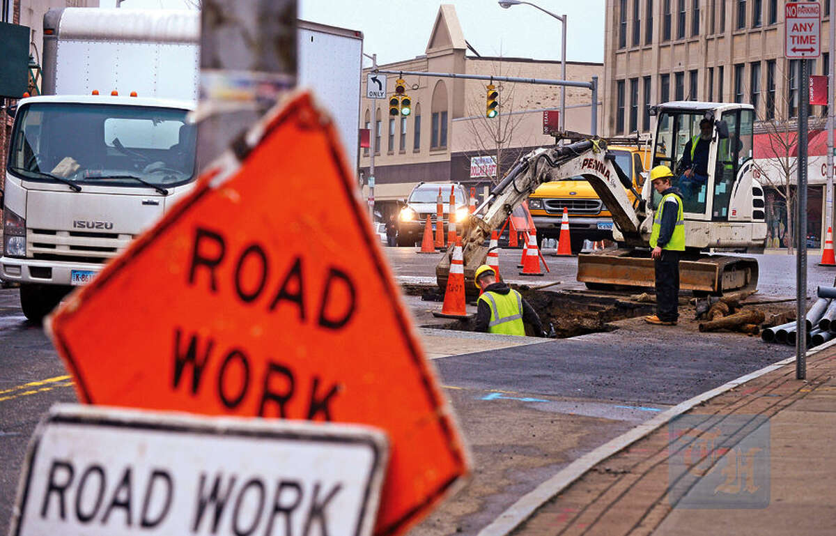 Hour photo / Erik Trautmann Eversource crews close parts of Wall St to replace a transformer and improve the electrical conduit to the area.