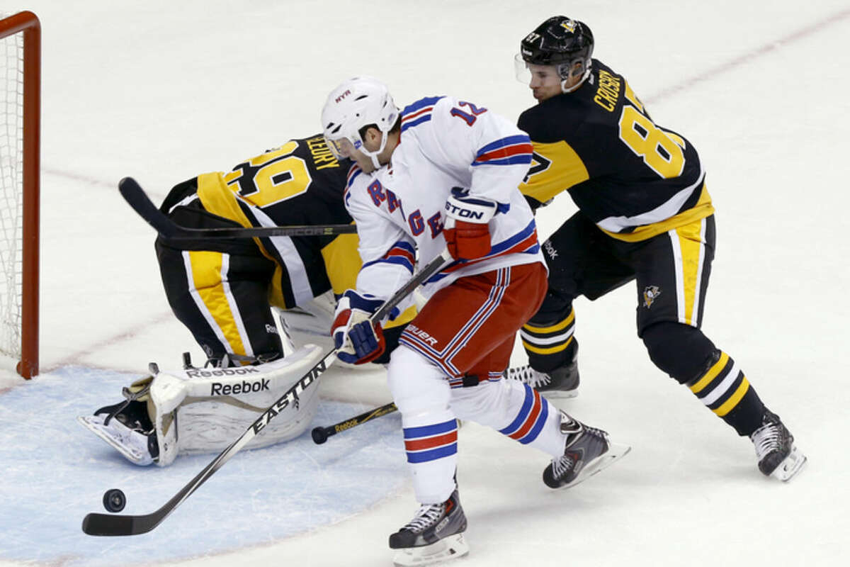 New York Rangers' Lee Stempniak (12) gets past Pittsburgh Penguins' Sidney Crosby to score on Penguins goalie Marc-Andre Fleury in the first period of an NHL hockey game, Saturday, Nov. 15, 2014, in Pittsburgh. (AP Photo/Keith Srakocic)