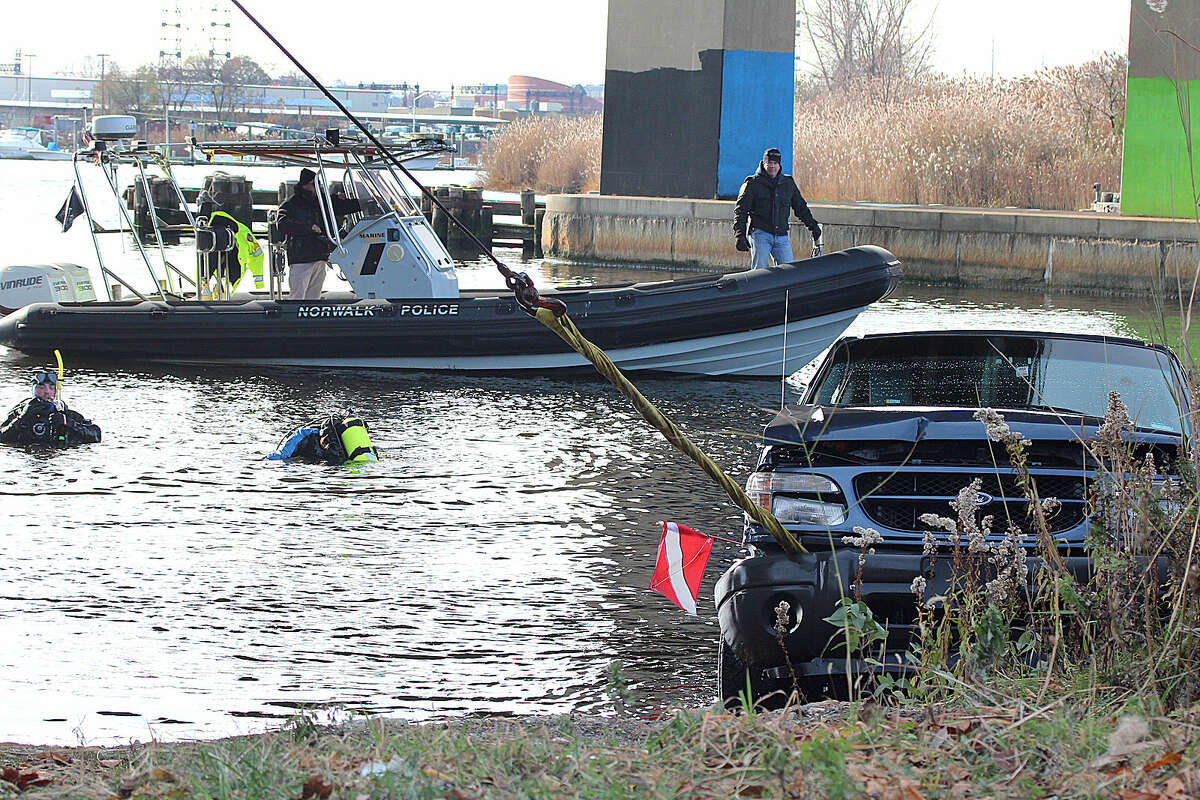 Hour photo/Chris Bosak Norwalk and Darien police conducted a training session Thursday in the Norwalk River to practice vehicle recovery.