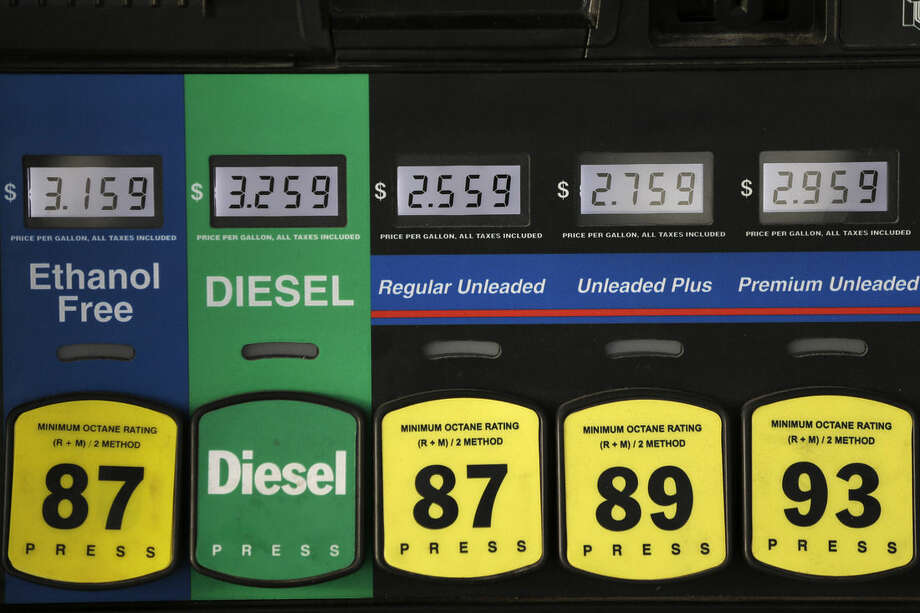 In this Thursday, Dec. 11, 2014 photo, low gas prices are shown at a RaceTrac gasoline station, in Hialeah, Fla. Motorists are now seeing prices under $3 a gallon for the first time in four years, which also means that gas stations are paying less for the fuel, too. (AP Photo/Wilfredo Lee)