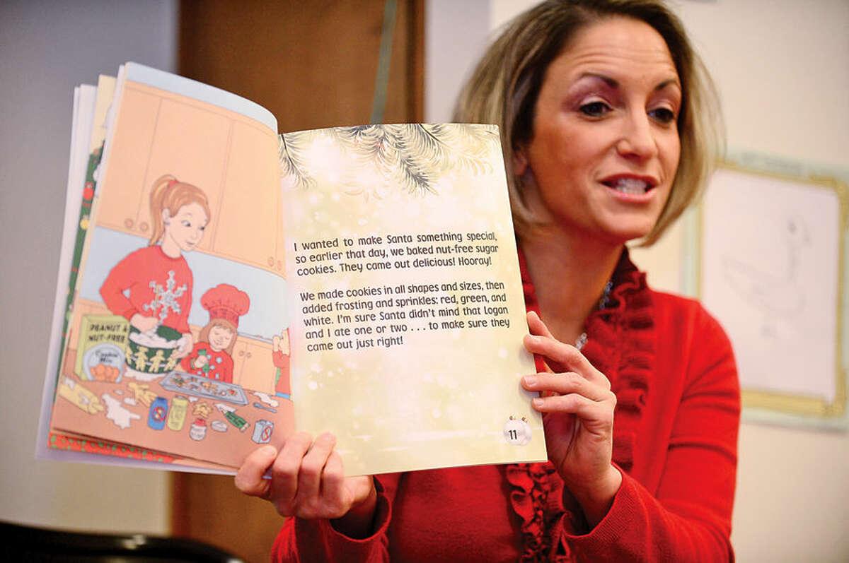 Hour photo / Erik Trautmann Children's author Tarra KIamos Andrews reads her book,