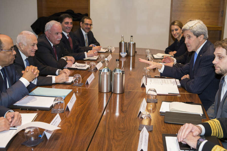 US Secretary of State John Kerry, second right, meets with Arab League secretary general Nabil El-Arabi, second from left, on Tuesday, Dec. 16, 2014, in London. The meeting was to discuss the ongoing peace process between the Israelis and Palestinians. (AP Photo/Evan Vucci, Pool)