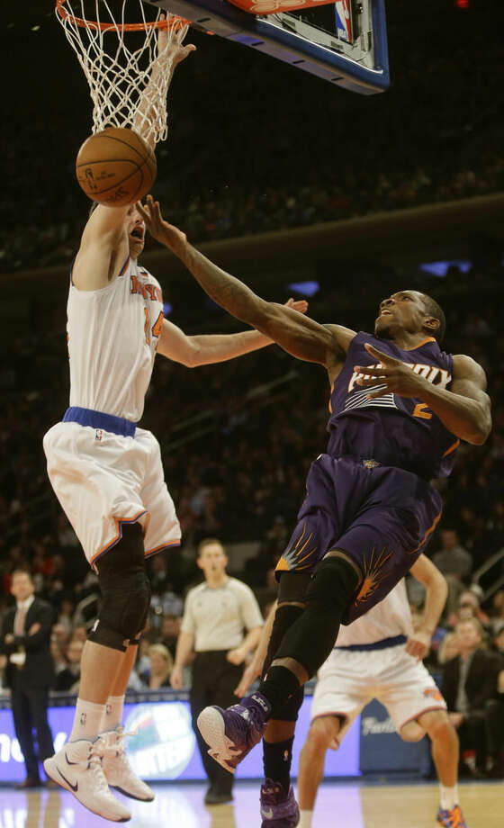 New York Knicks' Jason Smith defends Phoenix Suns' Eric Bledsoe during the first half of an NBA basketball game Saturday, Dec. 20, 2014, in New York. (AP Photo/Frank Franklin II)