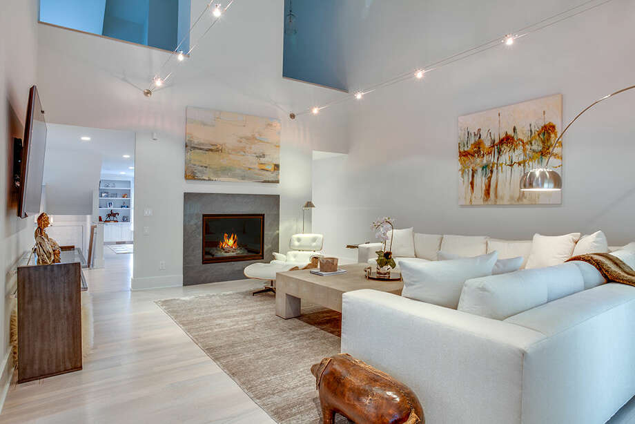 """Karp Associates' stylish remodel that earned the firm HOBI's """"Outstanding Residential Remodel $100,000-$250,000"""" this year."""