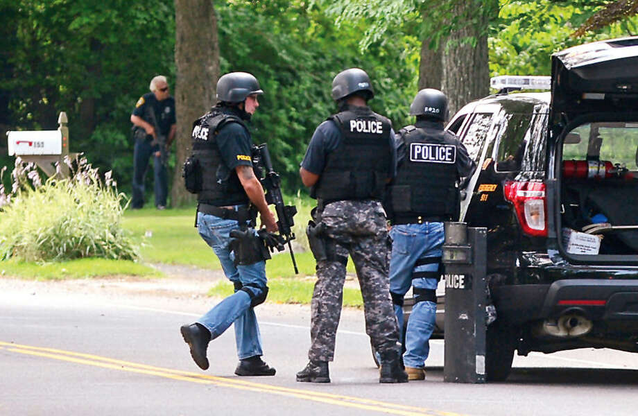 Hour photo / Erik Trautmann Norwalk police respond to 159 West Ricks Road where a despondent male threaten to hurt himself.