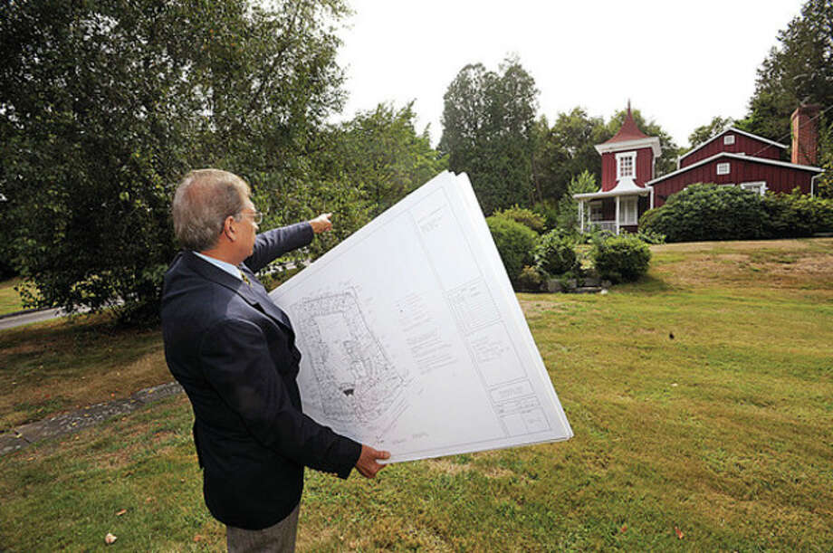 Hour file photo / Erik TrautmannArchitect Syed Ali points out where the 80-foot minaret will be in his plans to build a mosque for the Al-Madany Islamic Center at 127 Fillow St. / (C)2010 The Hour
