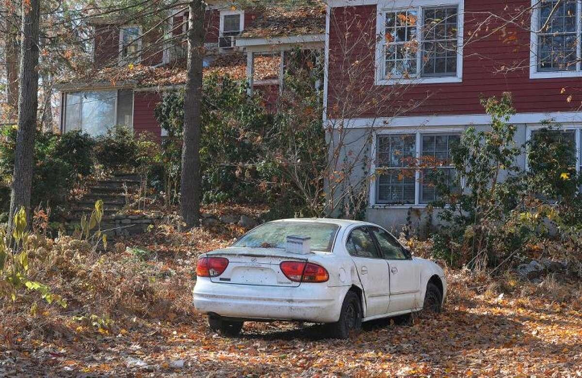 Hour Photo/Alex von Kleydorff Car in the driveway of the Range Rd home where a woman was attacked by a Pit Bull