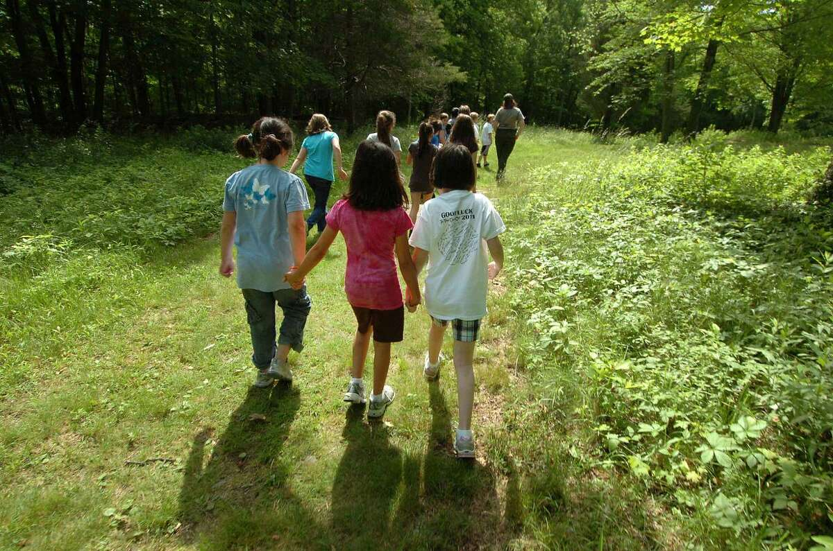 Students hike to Weir Pond