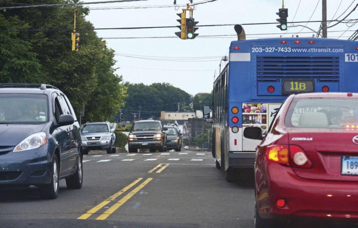 Hour photo / Erik Trautmann Traffic on West Ave in Stamford.
