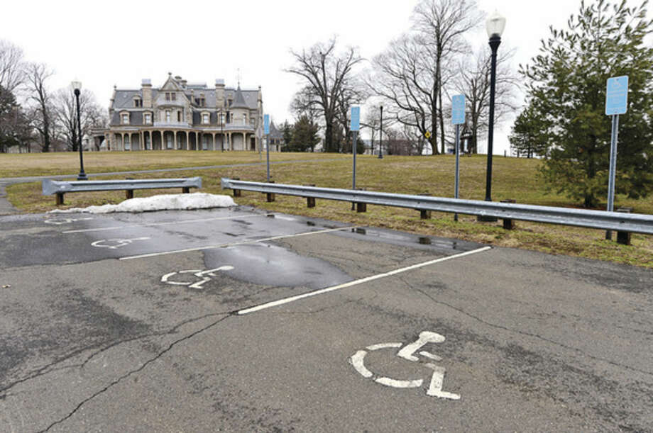Hour photo / Erik Trautmann General Growth Properties'proposed mall stands to push parking at nearby Mathews Park, Stepping Stones Museum for Children and Devon's Place from free to paid.