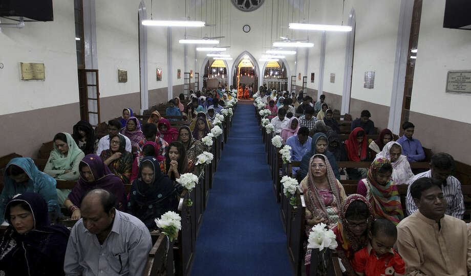 Christians pray during Easter service in Karachi, Pakistan, Sunday, April 5, 2015. Christians across the world are celebrating Easter, commemorating the day followers believe Jesus was resurrected in Jerusalem 2,000 years ago. (AP Photo/Fareed Khan)