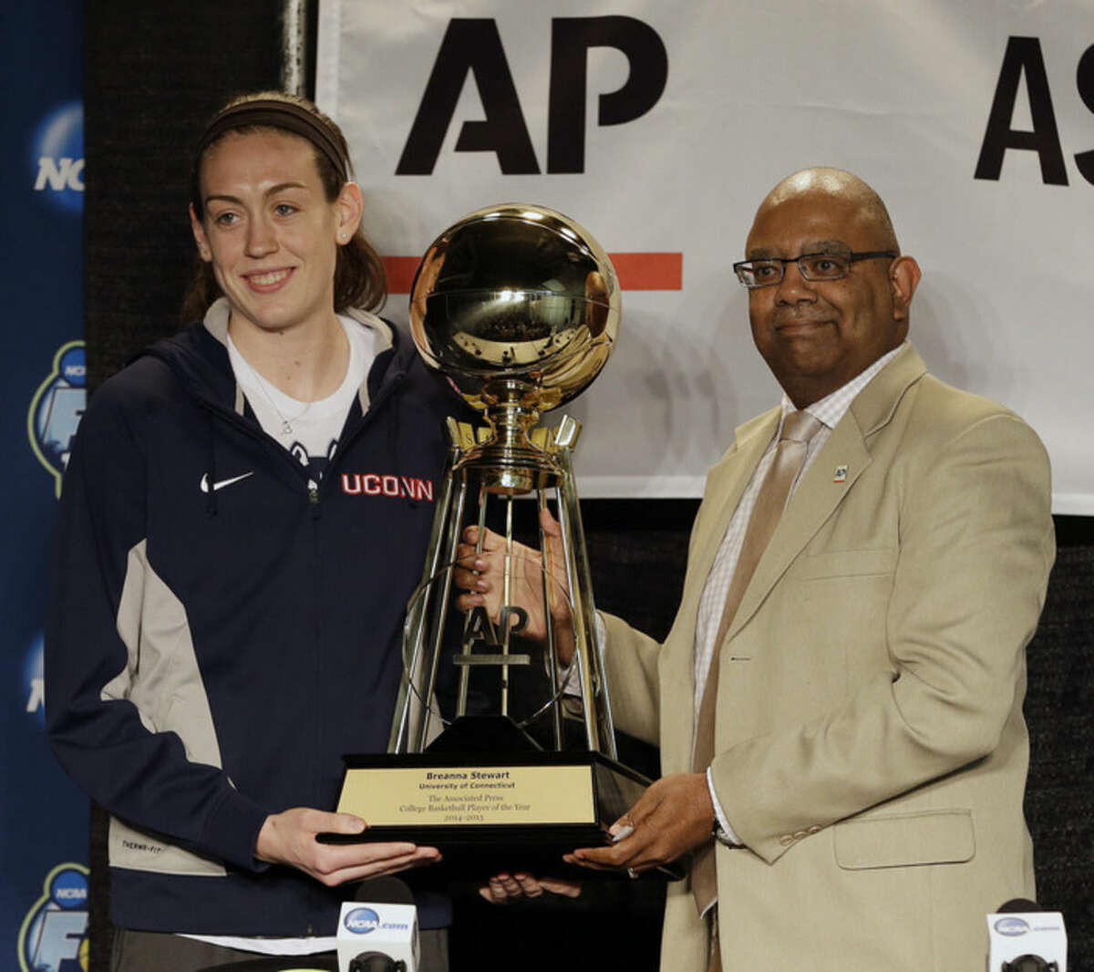 Associated Press Assistant Sports Editor, South Region Oscar Dixon presents the Associated Press Player of the Year award to Connecticut's Breanna Stewart, left, at the NCAA Final Four tournament, Saturday, April 4, 2015, in Tampa, Fla. Stewart earned The Associated Press Player of the Year award Saturday for the second consecutive year and Florida State's Sue Semrau was selected as AP Coach of the year for the first time. (AP Photo/Chris O'Meara)