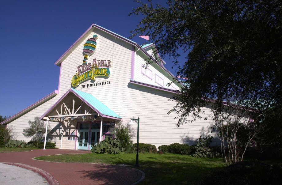 Pear Apple County Fair Photo: ROBERT MCLEROY, SAN ANTONIO EXPRESS-NEWS / SAN ANTONIO EXPRESS-NEWS