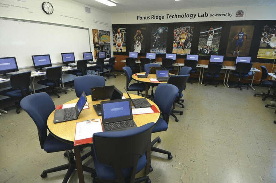 Hour Photo/Alex von Kleydorff The new Punus Ridge Middle School Tech Lab