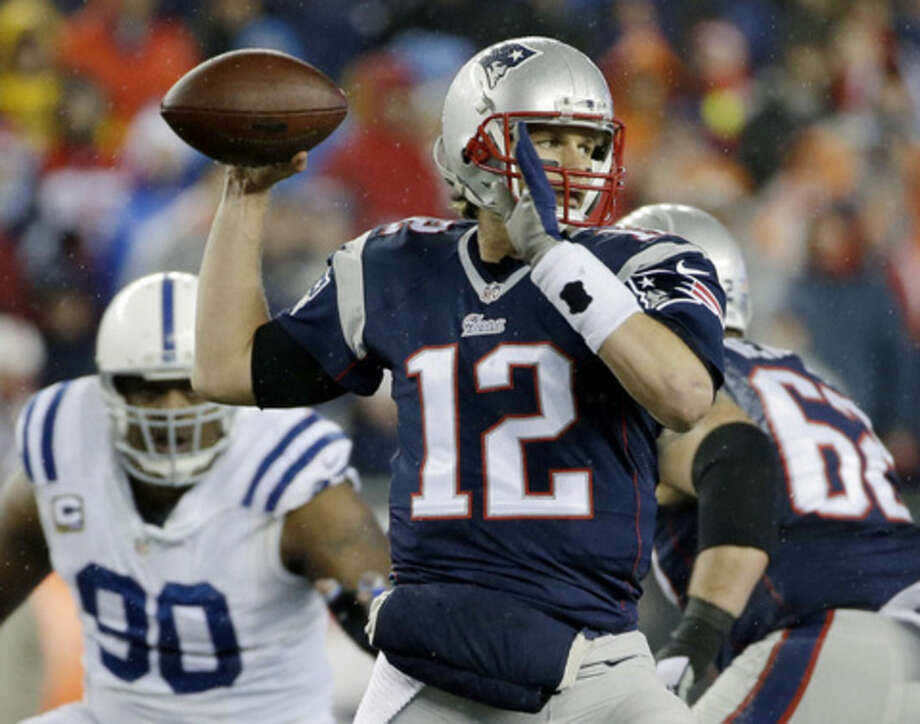 New England Patriots quarterback Tom Brady looks to pass during the first half of the NFL football AFC Championship game against the Indianapolis Colts Sunday, Jan. 18, 2015, in Foxborough, Mass. (AP Photo/Matt Slocum)