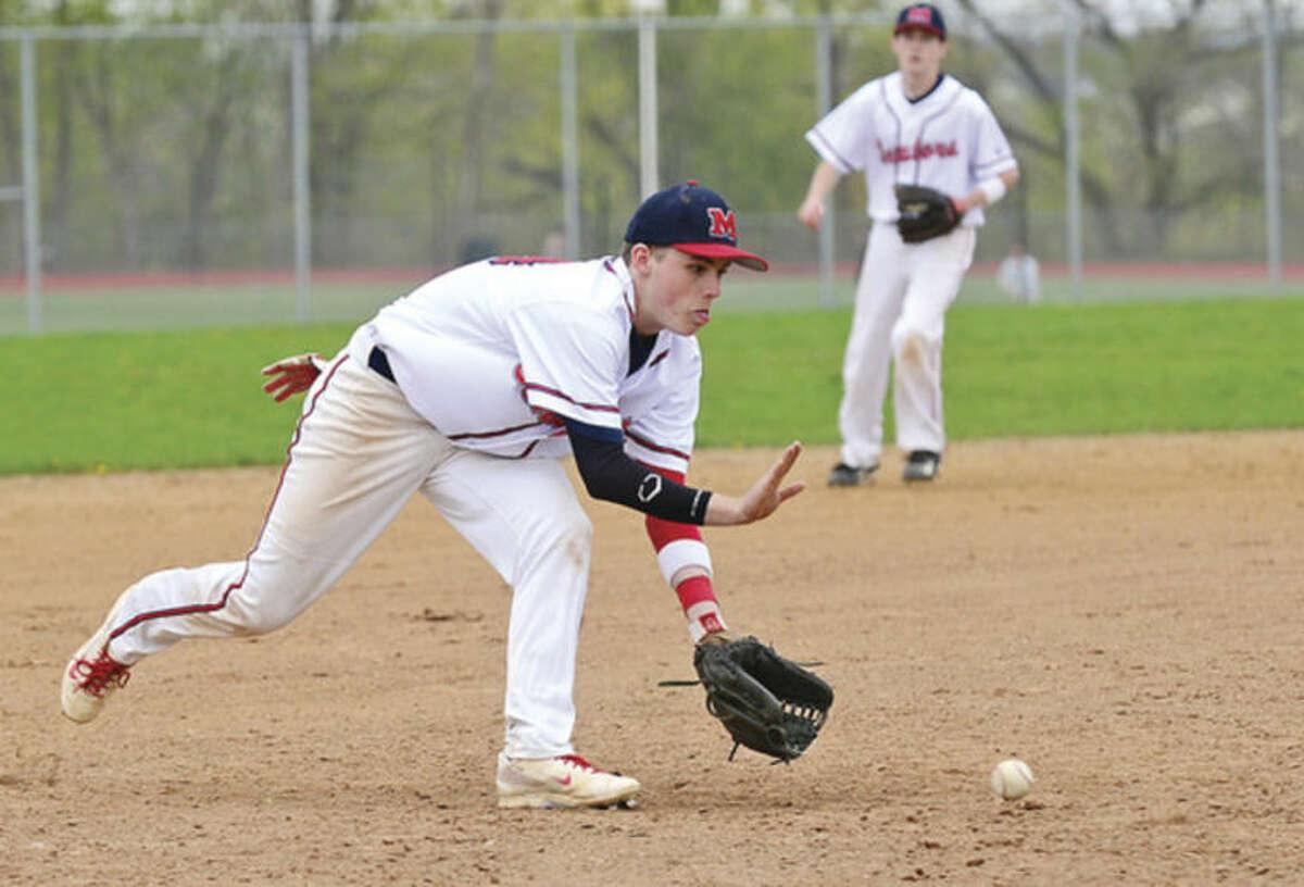 Hour photo / Erik Trautmann Third baseman #24 tracks down a ground ball during the Seantors game against New Canaan saturday.