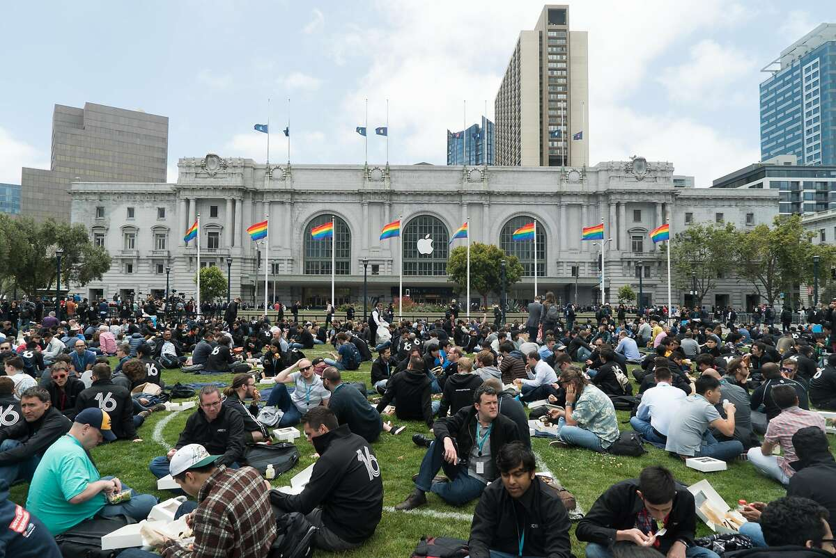People have lunch outside City Hall during Apple World Wide Developers Conference at the Bill Graham Civic Auditorium in San Francisco, Calif. on Monday, June 13, 2016.