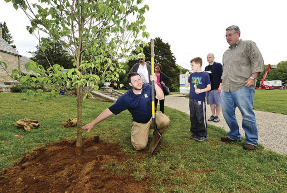 Hour photo / Erik Trautmann Gary Norman of Almstead Tree and Shrub Care gives a planting demonstration during the Norwalk Tree Alliance's 8th annul Tree Fest Saturday at Cranbury Park.