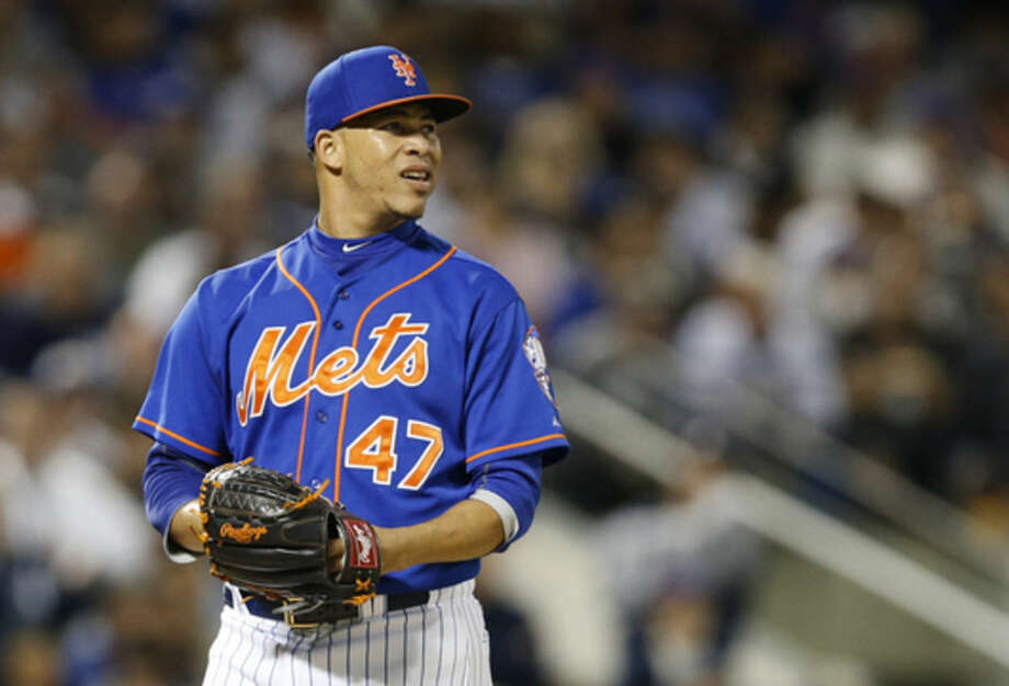New York Mets relief pitcher Hansel Robles looks toward the outfield as he walks to the dugout after surrendering the ball to New York Mets manager Terry Collins in the sixth inning of a baseball game in New York, Sunday, Sept. 20, 2015. Robles allowed five runs in the inning, including a three-run home run to New York Yankees Dustin Ackley. (AP Photo/Kathy Willens)
