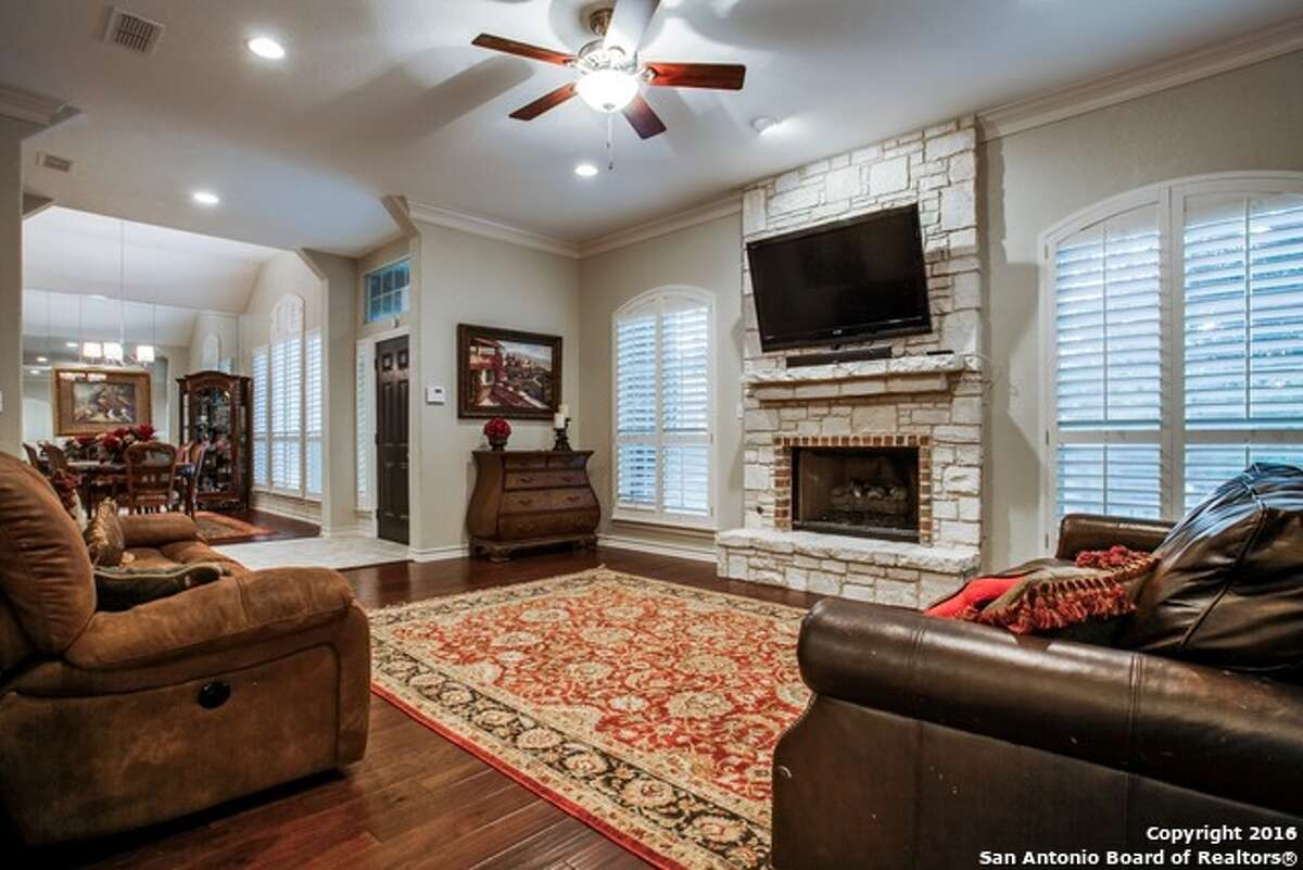 1. 112 Westcourt Lane: $382,5002,564 square feet / 3 beds / 2.5 bathsFeatures: Two eating areas, breakfast bar, high ceilings, downstairs master retreat