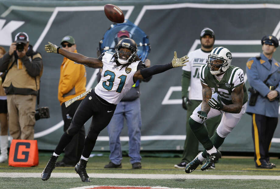 Jacksonville Jaguars cornerback Davon House (31) can't break up a pass to New York Jets wide receiver Brandon Marshall (15) for a touchdown during the fourth quarter of an NFL football game, Sunday, Nov. 8, 2015, in East Rutherford, N.J. (AP Photo/Seth Wenig)