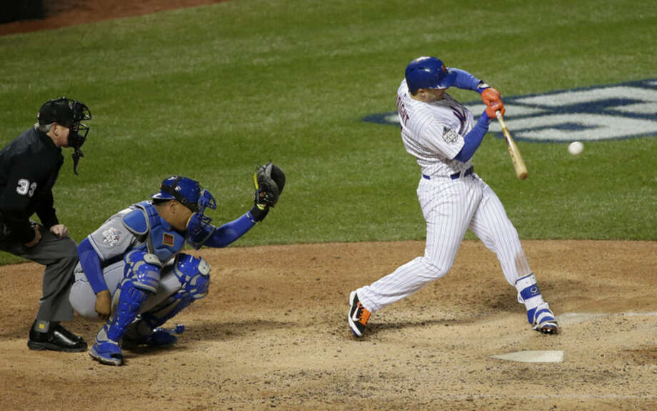 New York Mets' David Wright hits a two-run scoring single during the sixth inning of Game 3 of the Major League Baseball World Series against the Kansas City Royals Friday, Oct. 30, 2015, in New York. (AP Photo/Frank Franklin II)