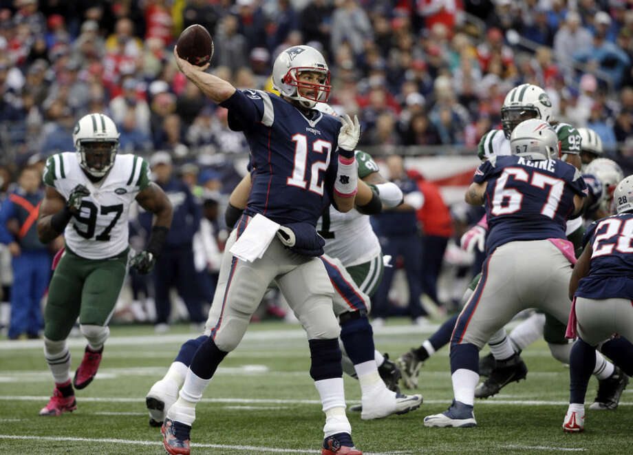 New England Patriots quarterback Tom Brady (12) passes against the New York Jets during the first half of an NFL football game, Sunday, Oct. 25, 2015, in Foxborough, Mass. (AP Photo/Steven Senne)