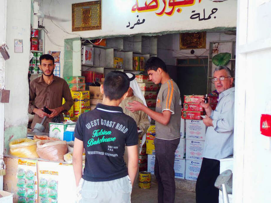 People shop for food and other supplies in the northern city of Mosul, Iraq, Friday, June 13, 2014. Iraqi officials say al-Qaida-inspired militants who this week seized much of the country's Sunni heartland have pushed into an ethnically mixed province northeast of Baghdad, capturing two towns there.(AP Photo)