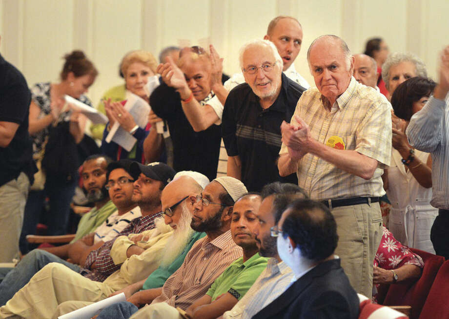 Hour photo/Alex von KleydorffApplause for speakers during the Norwalk Zoning Commission Public Hearing regarding the proposed Al Madany Islamic Center