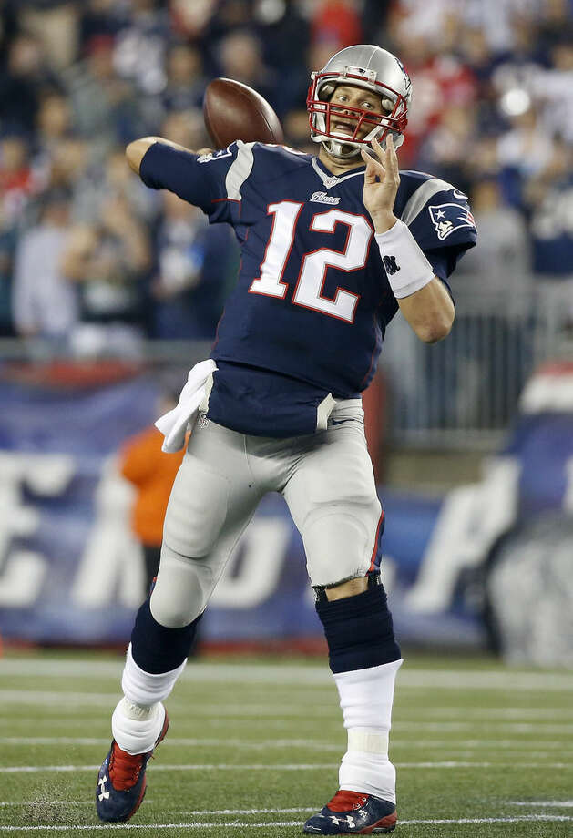 New England Patriots quarterback Tom Brady plants as he throws a touchdown pass to running back Shane Vereen during the first half of an NFL football game against the New York Jets on Thursday, Oct. 16, 2014, in Foxborough, Mass. (AP Photo/Elise Amendola)