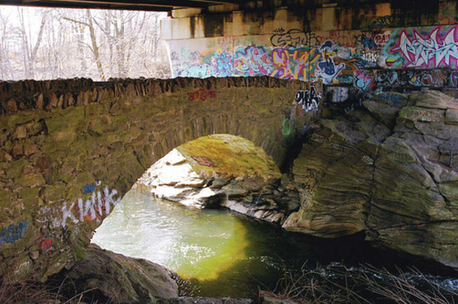 The old and the Norwalk River Bridge at Grist Mill Rd and Route 7.Hour photo / Erik Trautmann / (C)2011, The Hour Newspapers, all rights reserved