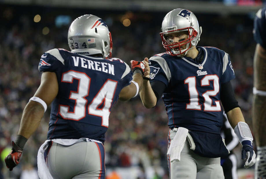 New England Patriots running back Shane Vereen, left, is congratulated by quarterback Tom Brady after Vareen's eight-yard touchdown pass reception from Brady during the first half of an AFC divisional playoff NFL football game in Foxborough, Mass., Sunday, Jan. 13, 2013. (AP Photo/Elise Amendola) / AP