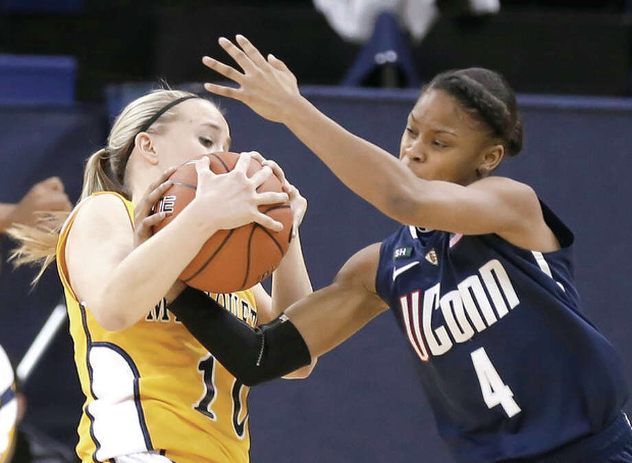 Connecticut's Moriah Jefferson(4) steals the ball from Marquette's Brooklyn Pumroy during the first half of an NCAA college basketball game Saturday, Jan. 12, 2013, in Milwaukee. (AP Photo/Jeffrey Phelps) / FR59249 AP