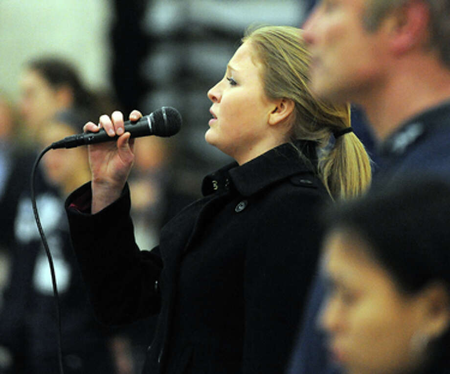 Oh Say Can You See, Liane Knapp sing the National Anthem